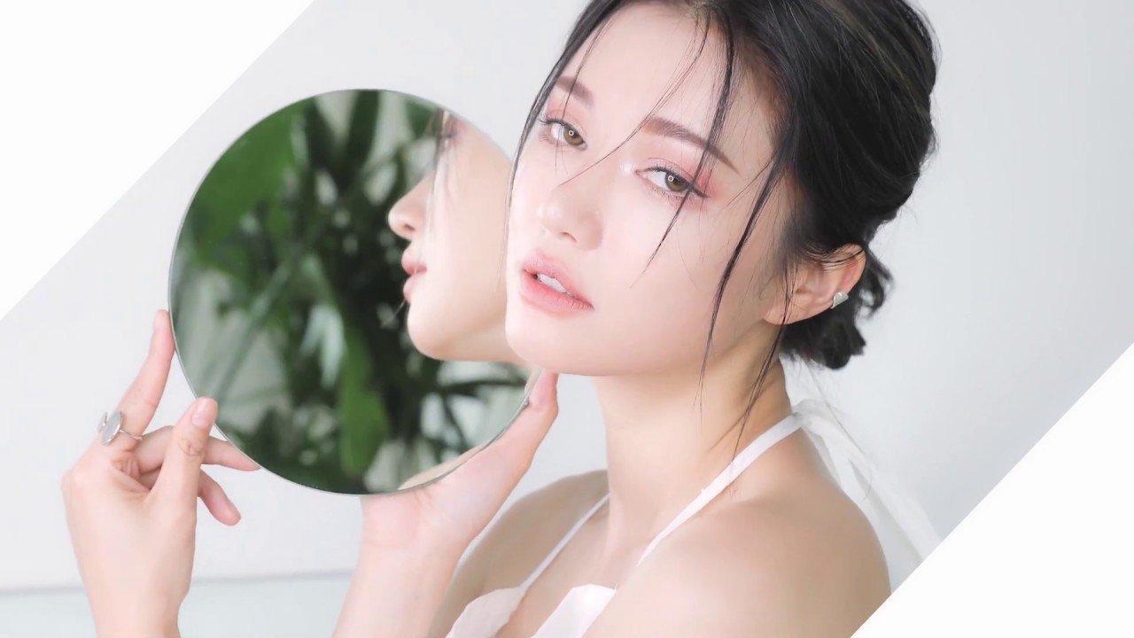 3CE Soft Matte Lipstick Clear Layer Edition nhấn mạnh vẻ đẹp mong manh, trong suốt tựa gương của phụ nữ. (nguồn: Internet)
