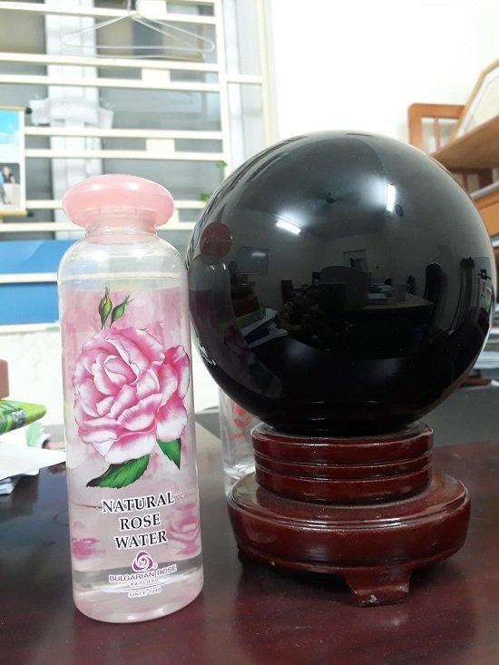 Tổng thể chai nước hoa hồng giống hình một cây nấm, ngộ nghĩnh, đáng yêu (ảnh: BlogAnChoi).