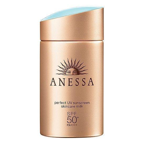 ANESSA Perfect UV SunScreen Skincare Milk SPF 50+ PA++++ chứa hơn 50% nguyên liệu chiết xuất từ thực vật và thành phần tự nhiên giúp cải thiện hydrat hóa tế bào, tái tạo làn da trẻ hóa, bảo vệ da trước các tác nhân gây hại từ môi trường (ảnh: internet).