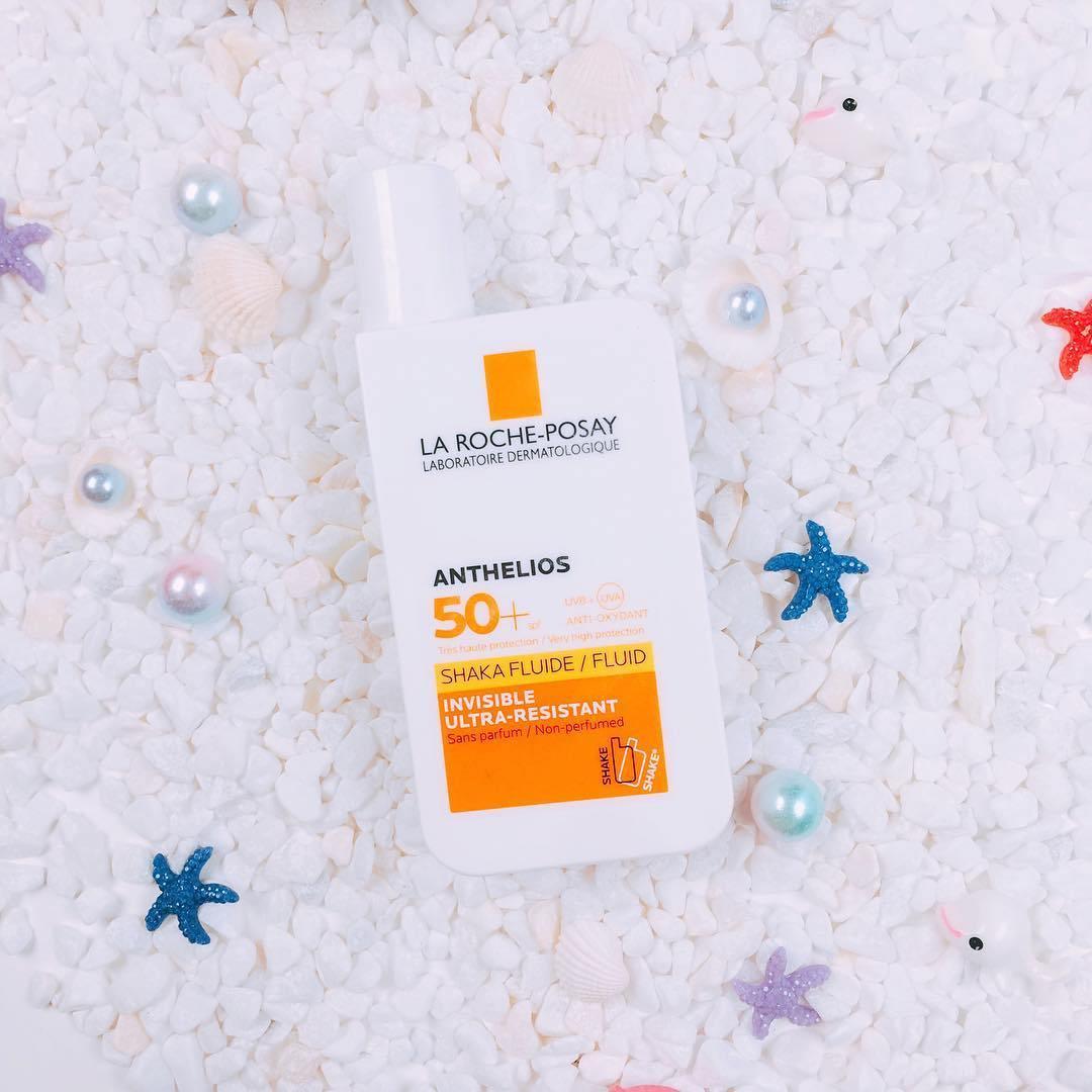 Kem chống nắng La Roche-Posay Anthelios Shaka Fluid bảo vệ da khỏi các tia cực tím và có khả năng chống nước tuyệt đối. (nguồn: Internet)