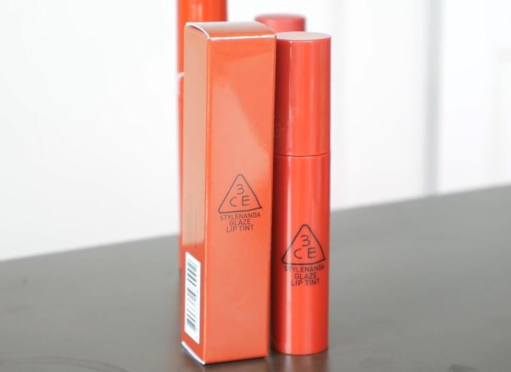 Thiết kế của 3CE Glaze Lip Tint đồng bộ từ ngoài vào trong, tạo hiệu ứng đồng nhất thích mắt
