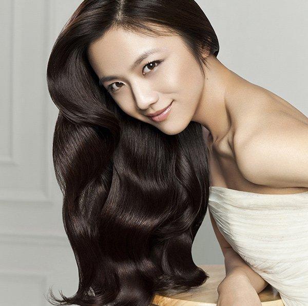 Giấm xả Yves Rocher Éclat Radiance Rinsing Vinegar ngừa rụng tóc đồng thời nuôi dưỡng mái tóc óng mượt, chắc khỏe giúp phái đẹp luôn tự tin, tỏa sáng (ảnh: internet).