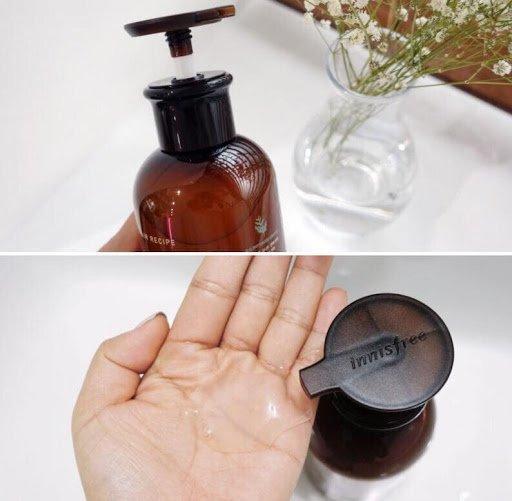 Chất dầu trong suốt, hơi đặc, hương thơm thảo dược dễ chịu (ảnh: internet).