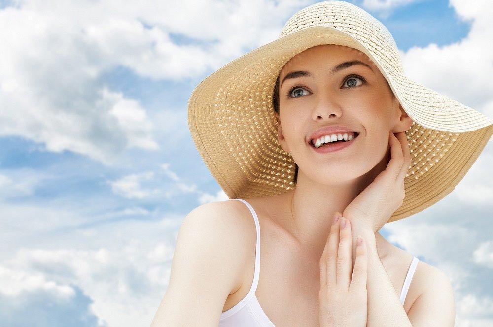 Ngoài tính năng kiểm soát dầu thừa, chống nắng và điều chỉnh trắng sáng tone da giúp bạn gái tự tin, tỏa sáng trong mọi hoạt động ngoài trời. Sản phẩm còn bổ sung độ ẩm tránh làn da bị bỏng rát (ảnh: internet).