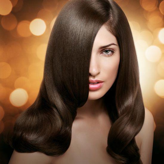 Tinh chất dầu gội có tác dụng cuốn đi bụi bẩn, dầu thừa, giảm gàu, cân bằng môi trường da đầu, giúp tóc bóng khỏe, mềm mại từ gốc đến ngọn (ảnh: internet).