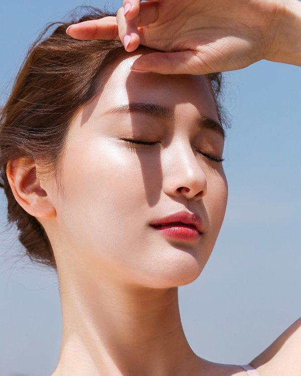 Sản phẩm Naris UV BEAUTY Sun Screen White SPF31 PA++ có tác dụng ngăn ngừa những ảnh hưởng xấu của tia UVA và UVB đối với làn da, giảm nguy cơ gây cháy nắng, giúp da trắng sáng dần dần (ảnh: internet).