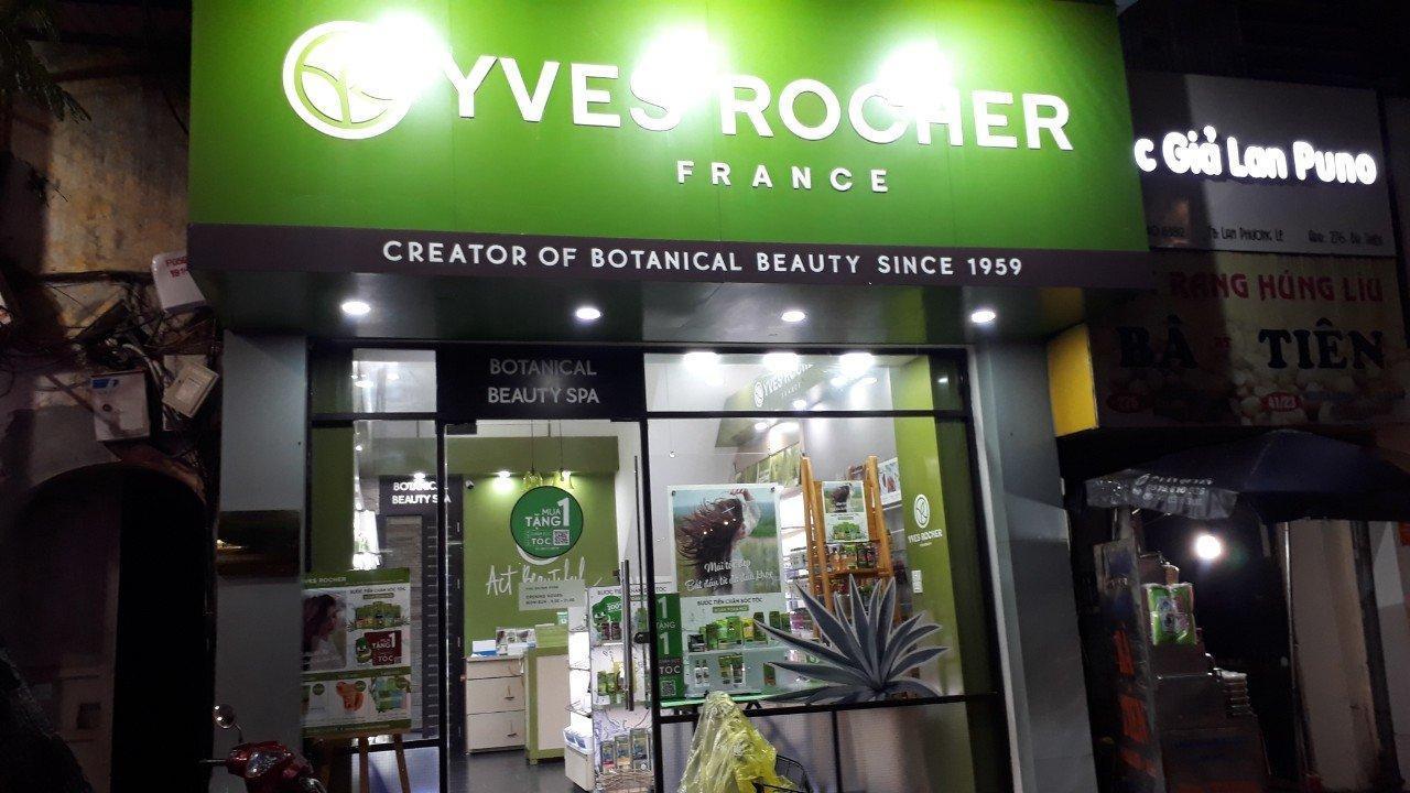 Một cửa hiệu bán các sản phẩm của hãng Yves Roche (ảnh: Nguyễn Hằng).