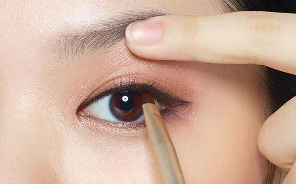 Nên lựa chọn eyeliner phù hợp với tình trạng mắt