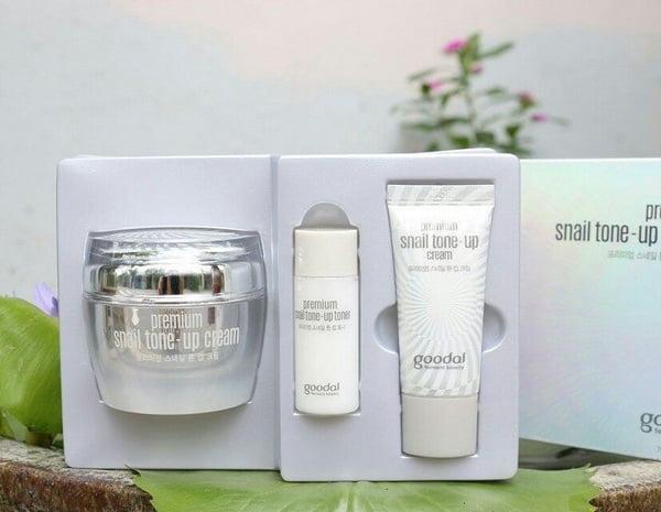 Bộ Dưỡng Trắng Da Từ Tinh Chất Nhầy Ốc Sên Goodal Premium Snail Tone Up Cream Special Set (3 Sản phẩm)