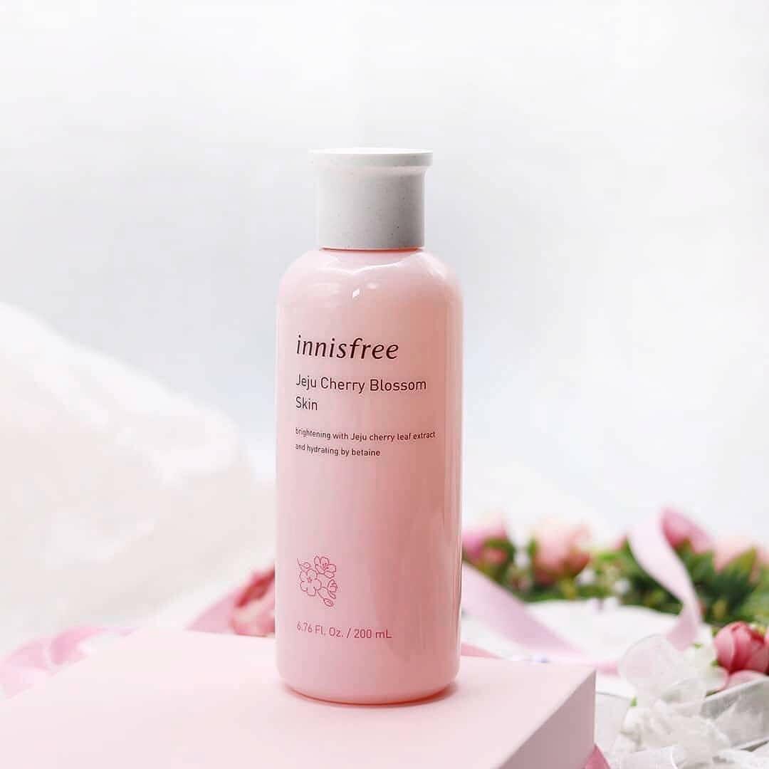 Innisfree Jeju cherry Blossom Skin cấp ẩm giúp da mềm mịn hơn