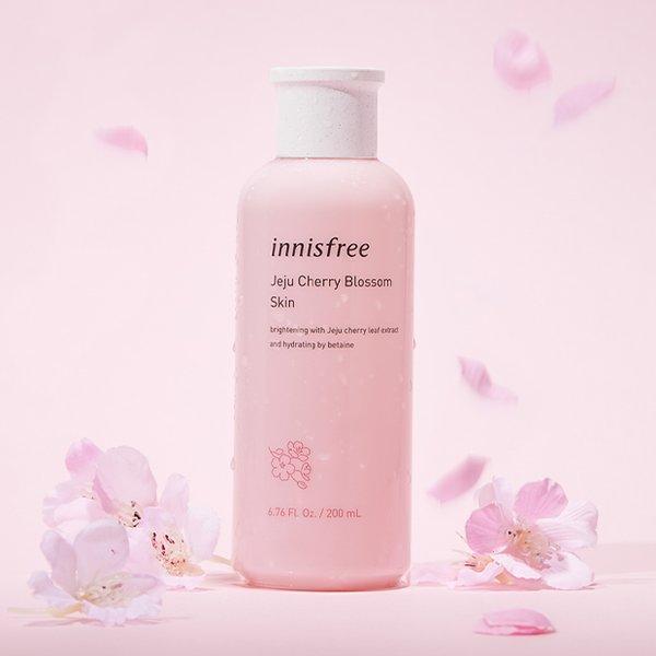 Hoa anh đào làm nên công dụng của Innisfree Jeju cherry Blossom Skin