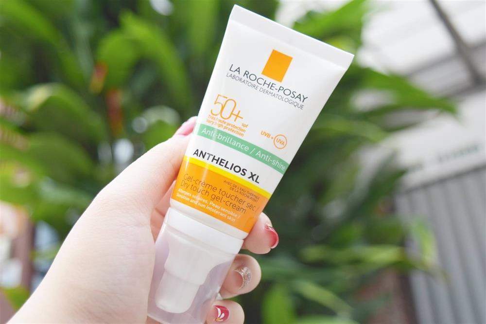 La Roche Posay Anthelios XL Anti-Shine Dry Touch Gel-Cream với khả năng kiềm dầu tốt, giúp bề mặt da luôn khô thoáng. (nguồn: Internet)