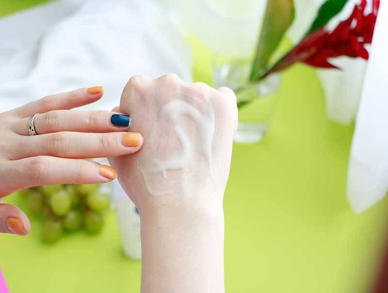 Chất gel lỏng tan ngay trên da, không gây bết dính (ảnh: internet).