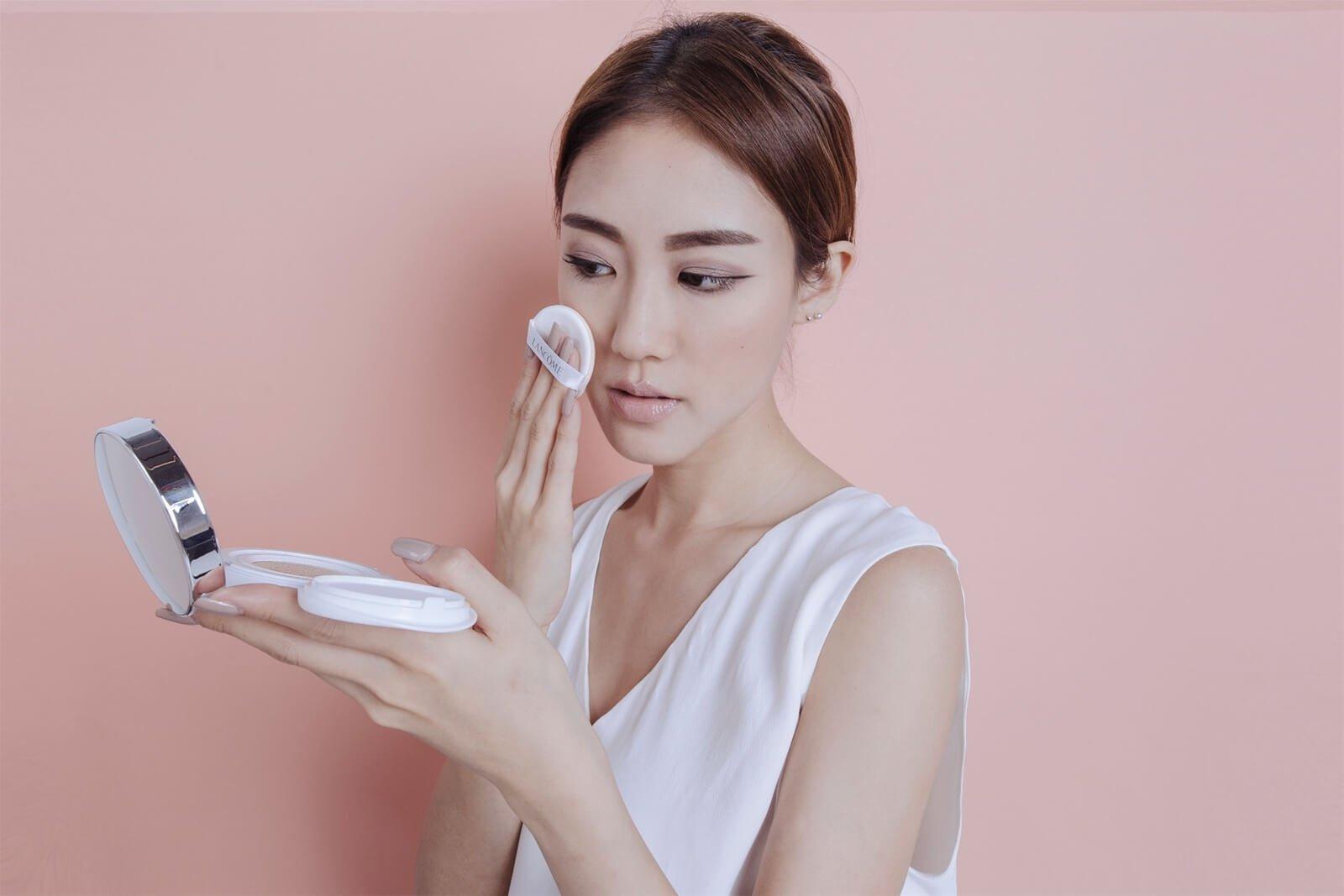 Cách sử dụng phấn nước LANCÔME Blanc Expert Cushion Compact High Coverage (ảnh: Internet)