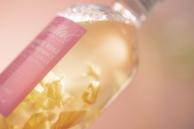 """Toner chứa cánh hoa hồng thật và rất """"chất"""" của Gilla8. (Ảnh: Internet)"""