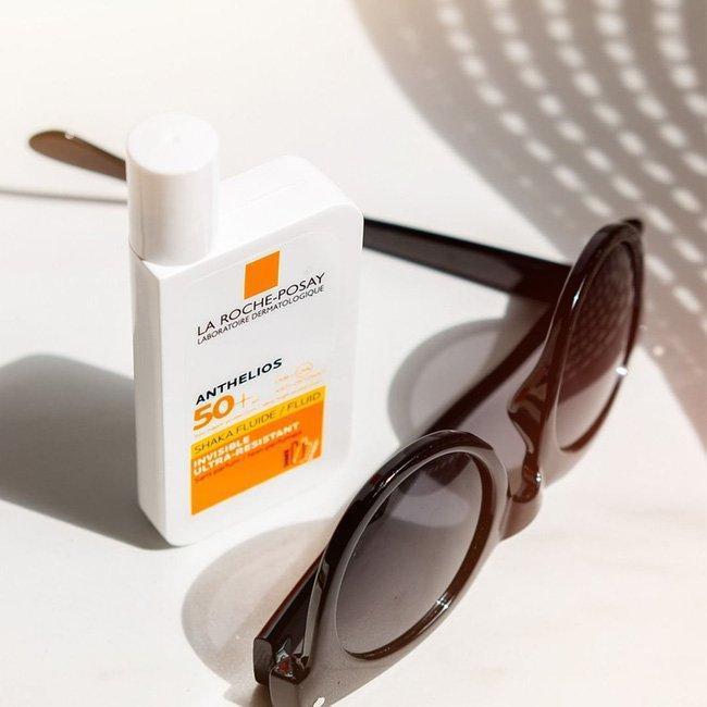 Kem chống nắng La Roche-Posay Anthelios Shaka Fluid Invisible Ultra-Resistant SPF 50+ khiến mình yêu em ấy từ cái nhìn đầu tiên