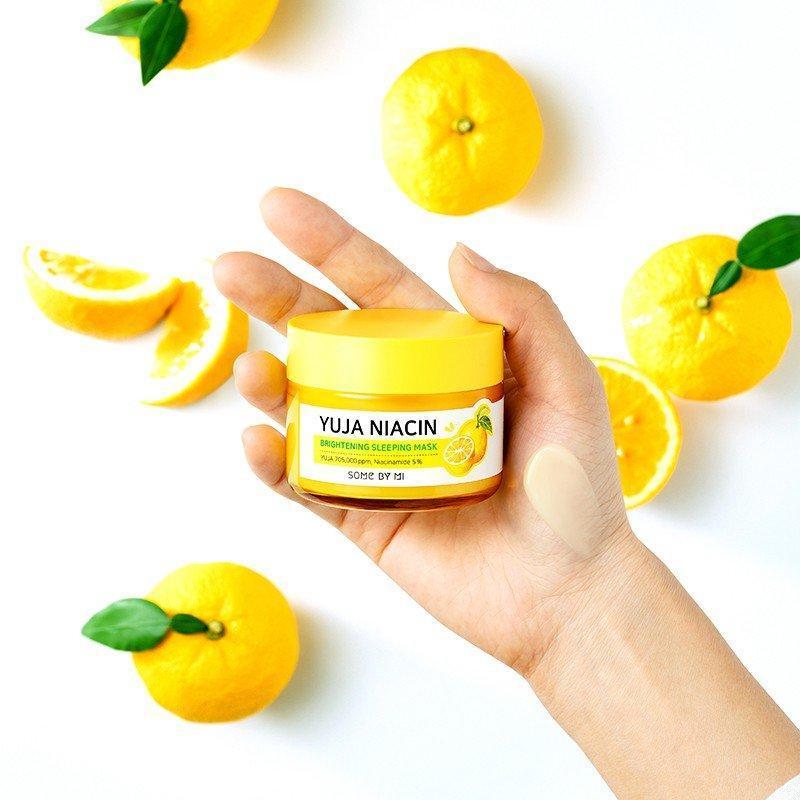 Với công dụng dưỡng trắng bật tone da chỉ trong 30 ngày, Some By Mi đã khiến giới beauty review phải sửng sốt với mặt nạ ngủ Yuja. ( Ảnh: Internet )