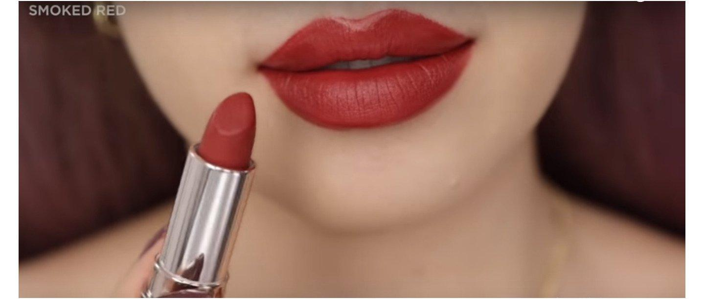 Sắc đất vừa phải nên các bạn đánh full môi cũng không bị dừ đâu nhưng nên makeup đi kèm để xinh nhất nhé
