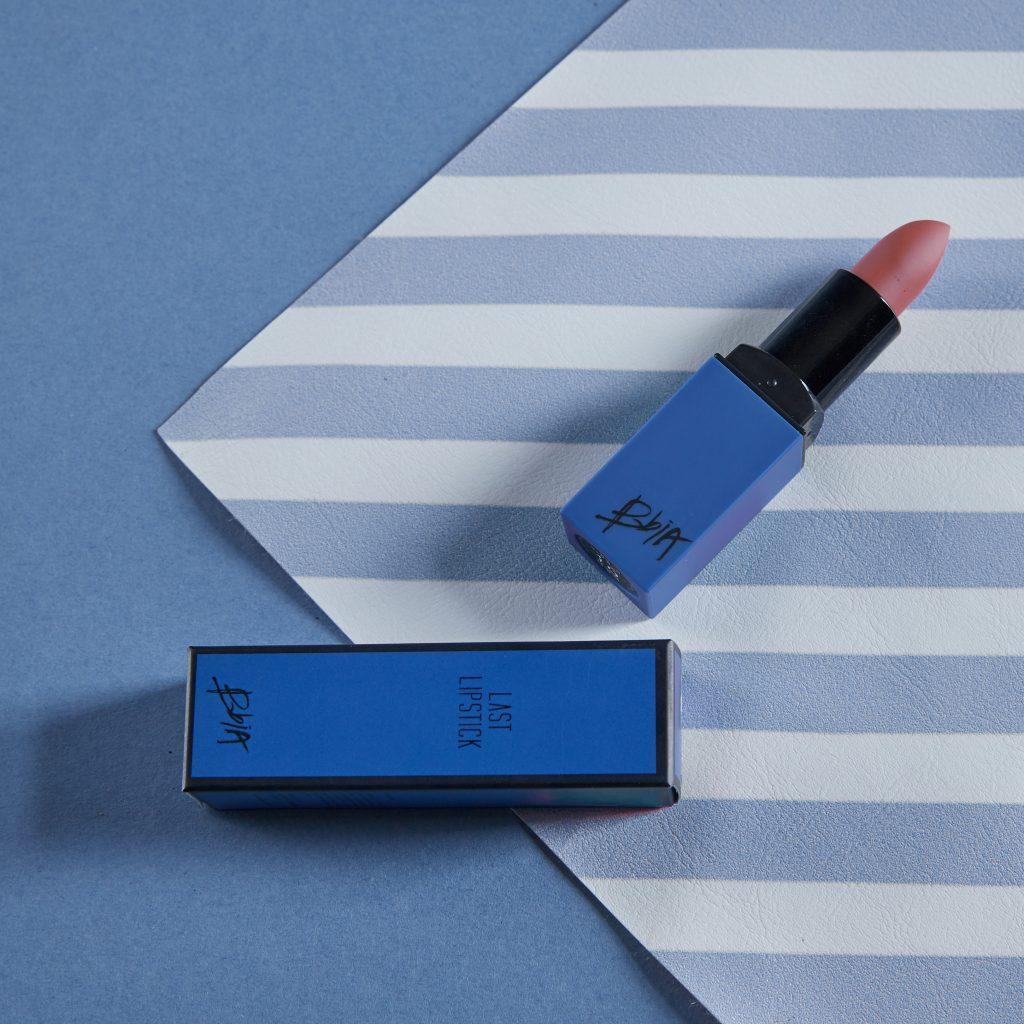 Son BBIA Last Lipstick Version 4 với thiết kế đơn giản nhưng không kém phần nổi bật (Ảnh: Internet)