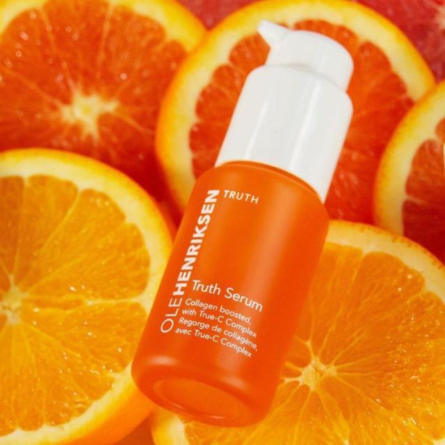 Serum vitamin C Ole Henriksen chiết xuất từ cam tươi tự nhiên lành tính với mọi loại da (Ảnh: Internet)