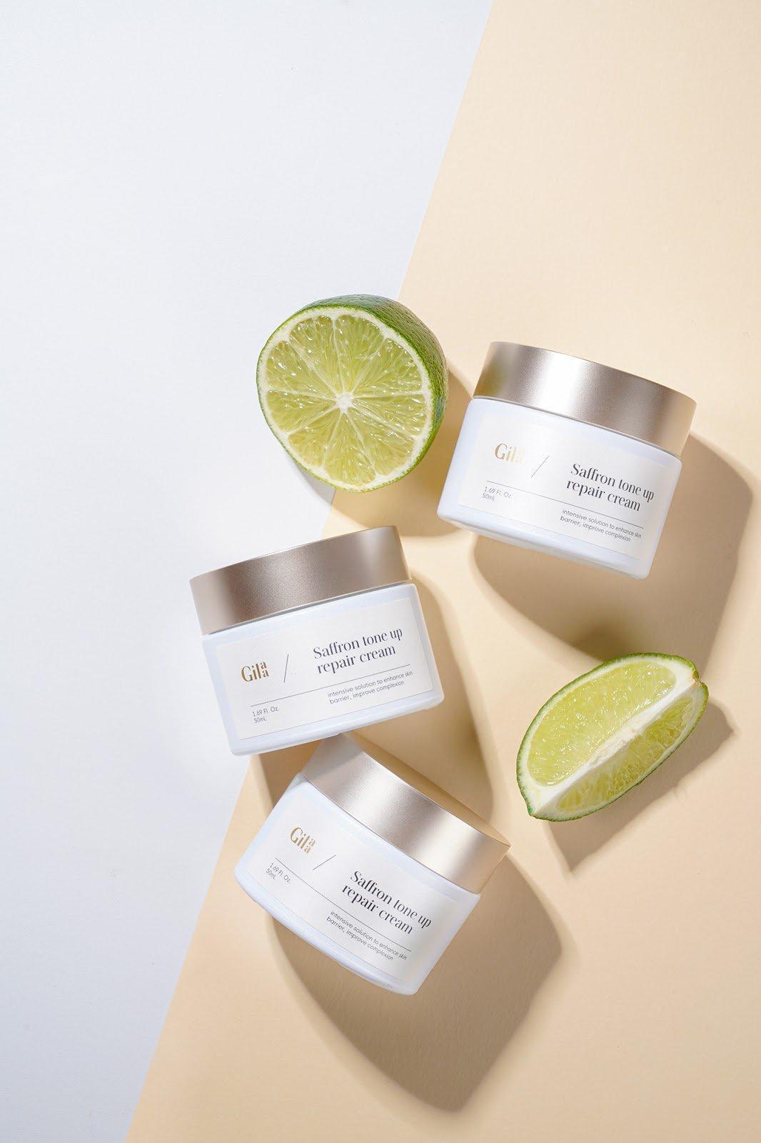 Gilaa Saffron Tone Up Repair Cream có texture màu ngà trong suốt, dễ dàng apply và thấm vào da khá nhanh. (Ảnh: Internet)