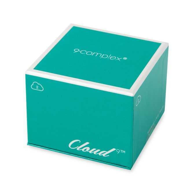 Vỏ hộp hình khối lập phương, màu xanh dương, bóng đẹp, sang trọng (ảnh: internet).