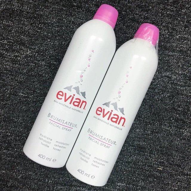 Với các công dụng vượt trội cùng mức giá thành bình dân, xịt khoáng Evian được cô nàng Trinh Pham tin tưởng sử dụng. (Ảnh: Internet)