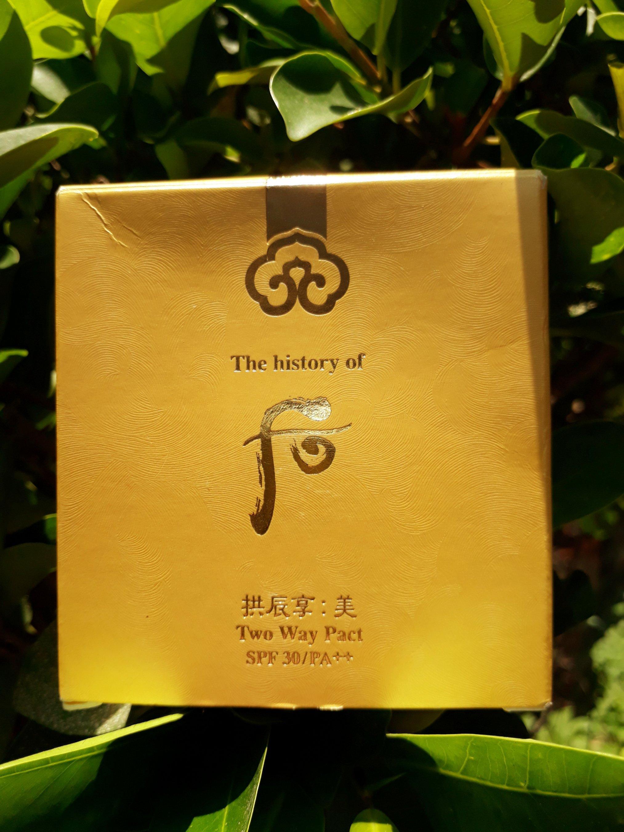 Vỏ hộp được in vô số các vân hoa đan xen vào nhau thật đẹp mắt (ảnh: BlogAnChoi).