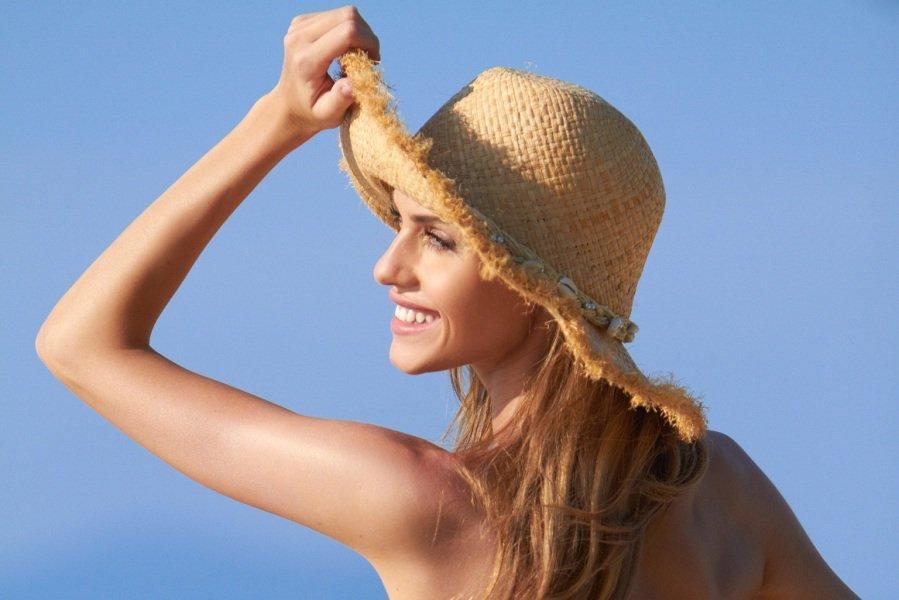 Các nàng tự tin tỏa sáng trong nắng vàng nhờ khả năng dưỡng ẩm và bảo vệ da tối ưu của sản phẩm (ảnh: internet).