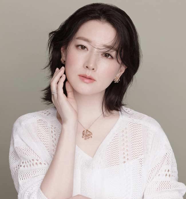 Làn da trở nên trắng sáng, mịn màng, mỏng manh, quyến rũ sau khi dùng phấn phủ Whoo Gongjinhyang Mi Two Way Pact SPF30/PA++ makeup (ảnh: internet).