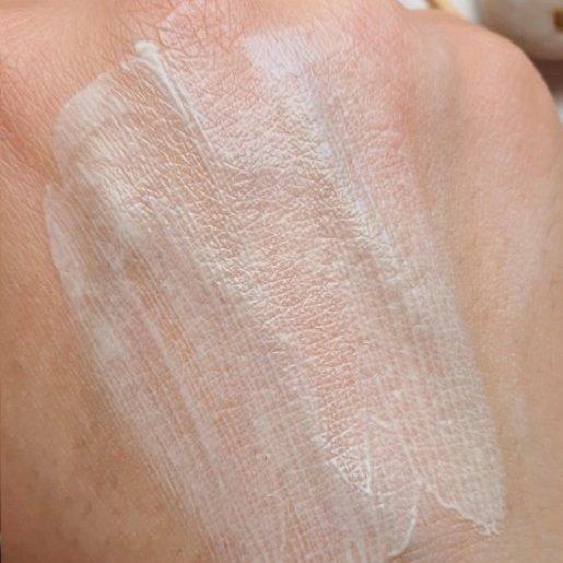 Kem chống nắng rất dễ tán, không vón, thấm nhanh. (Nguồn: Internet.)