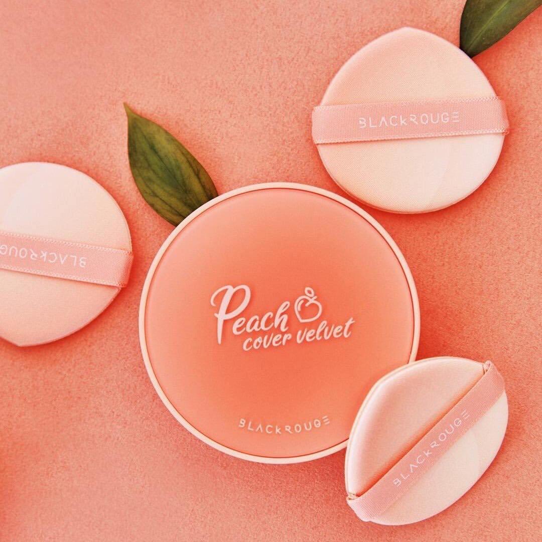 Bao bì hộp giấy của phấn nước trái đào Black Rouge Peach Cover Velvet Cushion (Ảnh: Internet)