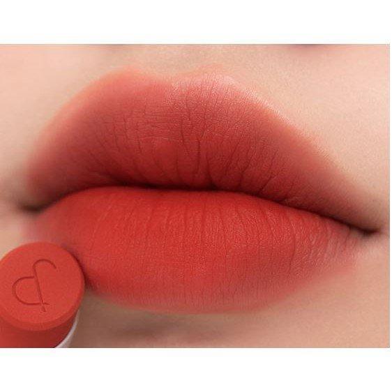 Dazzle Red là sắc đỏ cam cháy rực rỡ sáng chói. (nguồn: Internet)