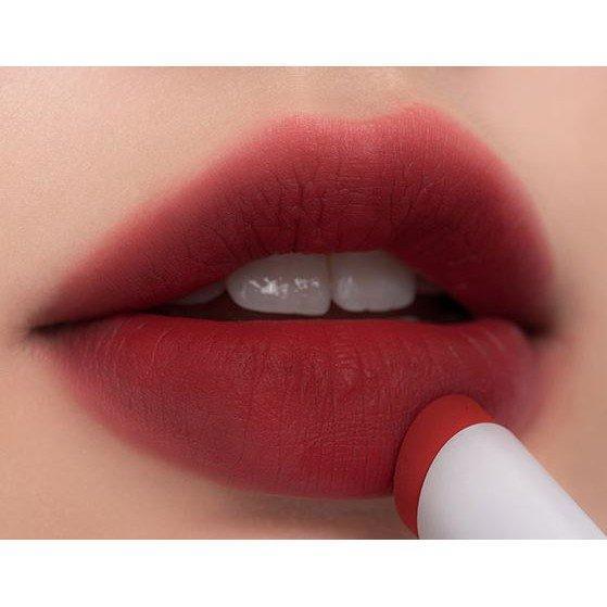 Red Dive là sắc đỏ nâu tone lạnh trầm, cực kỳ tôn da và quyến rũ. (nguồn: Internet)