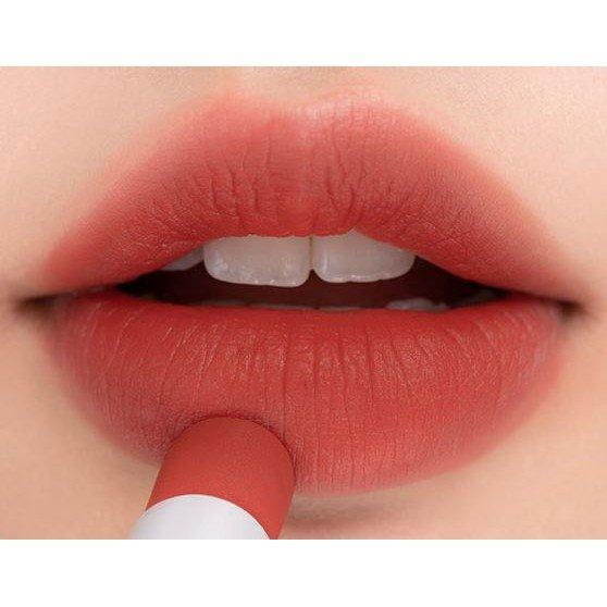 Tanning Red là sắc đỏ ánh nâu nhẹ rất trendy, không quá trầm mà vẫn giữ được vẻ độc đáo. (nguồn: Internet)