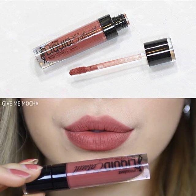 Tùy vào sắc tố môi mà màu son lên môi là màu hồng đất hay màu hồng pha sắc tím (nguồn: Internet)
