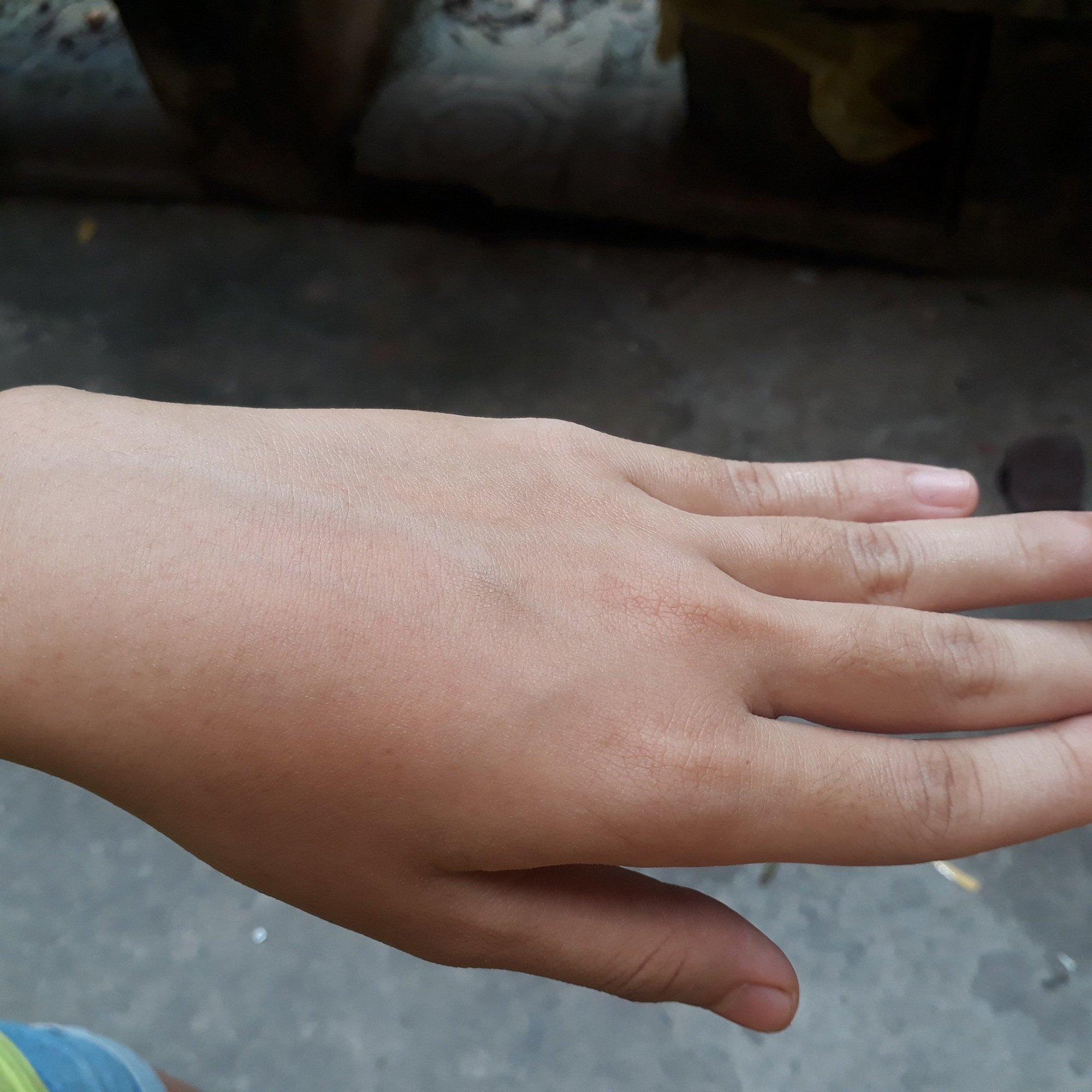 Khi xoa lớp dưỡng thấm nhanh, mau khô trên bề mặt da, đặc biệt nó không lên tone da (ảnh: BlogAnChoi).