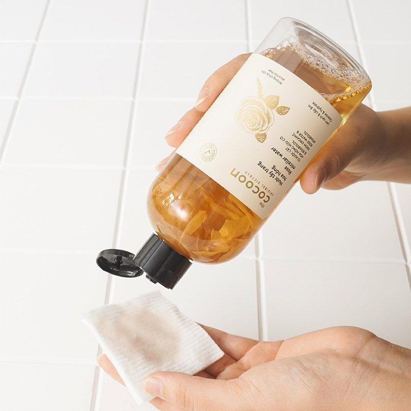 Làm sạch da bằng nước tẩy trang hoa hồng Cocoon Rose Micellar Water 300ml (ảnh: internet)