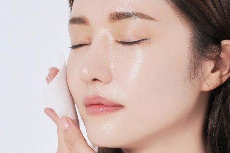 Sử dụng máy xông mặt EMMIÉ giúp da căng mịn, giảm mụn ẩn. (Ảnh: Internet).